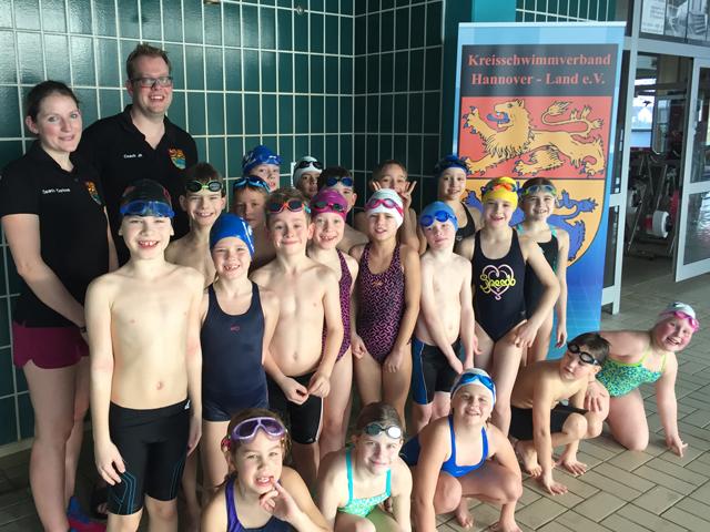 Zwanzig Nachwuchsschwimmer motiviert beim Lehrgang des Kreisschwimmverband